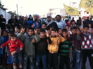 Palestinian children making victory signs.