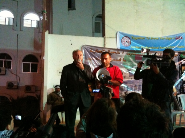 George Galloway and Kevin Ovendon address Viva Palestina convoy members held up in Jordan by Egyptian intransigence, Christmas Day 2009